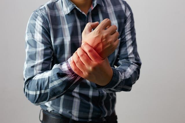 durere în articulațiile blocului mâinilor Dureri musculare la șold tratate