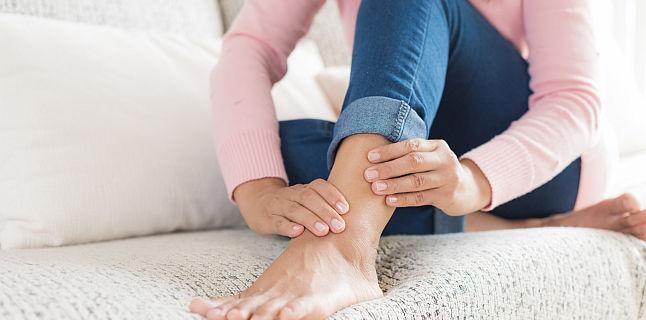 dacă articulațiile de pe picioare se umflă