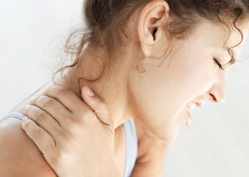boala serica a articulatiilor si dureri musculare durere la coapsa la mers
