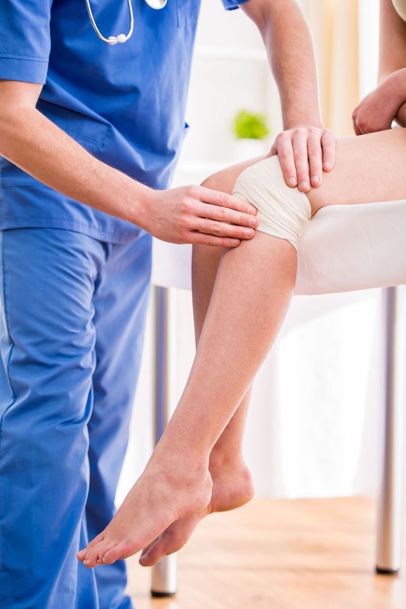 durere pe partea genunchiului asta